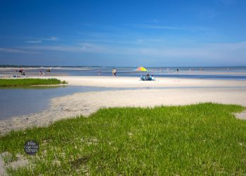 Acording to FreeCapeCodNews these are the 10 best beaches in Cape Cod.